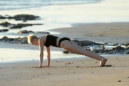 miley_cyrus_bikini_candids_doing_yoga__in_hawaii_26