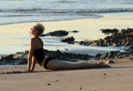 miley_cyrus_bikini_candids_doing_yoga__in_hawaii_35