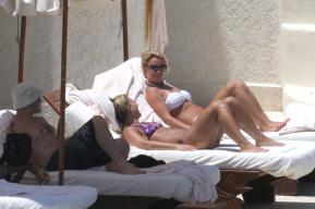 Second day of the vacations of Britney Spears and friends in Los Cabos, Mexico