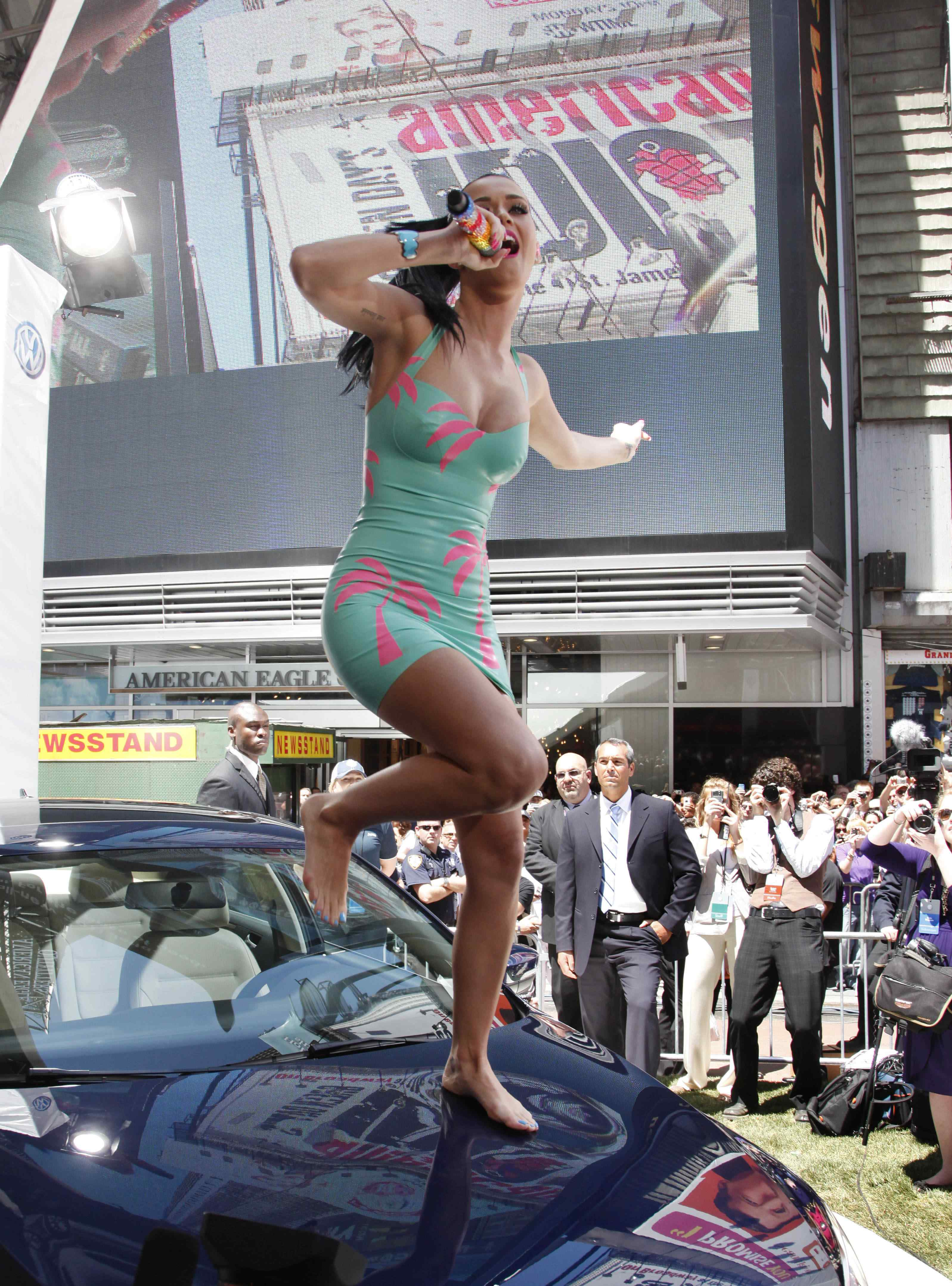 Katy Perry Performs @ The Volkswagen Launch of the 2011 Jetta in NYC | Celebrity Feet