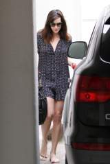 Liv_Tyler_leaving_a_spa_02