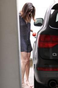 Liv_Tyler_leaving_a_spa_06