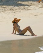 Vanessa_Minnillo_in_bikini_on_th_beach_in_the_British_Virgin_Islands_01