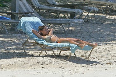 Vanessa_Minnillo_in_bikini_on_th_beach_in_the_British_Virgin_Islands_05